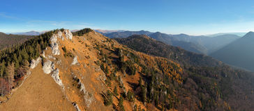 красивейшее голубое небо гор ландшафта Стоковая Фотография RF