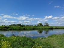 красивейшее лето неба реки ландшафта Стоковая Фотография