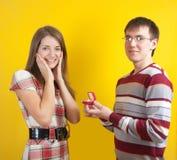 красивейшее замужество человека предлагает к женщине Стоковое Изображение RF