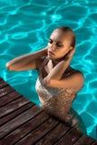 красивейшее заплывание девушки стоковые фото