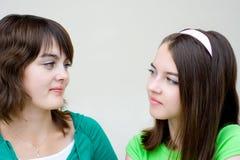 красивейшее каждое девушки смотрит другие 2 стоковое фото rf