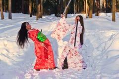 красивейшее кимоно японца девушок брюнет Стоковые Изображения RF