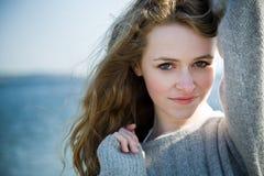 красивейшее лето девушки стоковая фотография