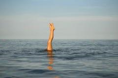красивейшее море девушки циркаческие тренировки Стоковая Фотография RF