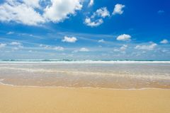 Красивейшее море karon phuket Таиланд пляжа ashurbanipal Стоковое фото RF