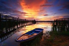 красивейшее небо моста шлюпки деревянное Стоковое Изображение RF
