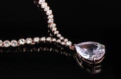 красивейшее ожерелье драгоценностей золота стоковая фотография