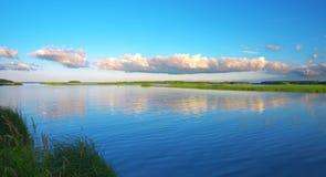 красивейшее озеро вечера Стоковые Изображения