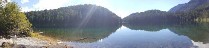 красивейшее озеро Стоковые Фото