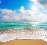 красивейшее пасмурное небо моря Стоковые Изображения RF