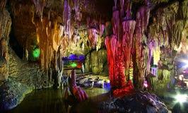 Красивейшее разнослоистое подземелье karst Стоковая Фотография RF