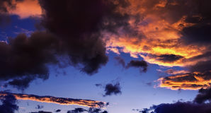 красивейшее драматическое небо Стоковые Фото