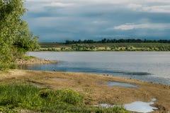 красивейшее река ландшафта Спокойное река с красочным reflecti неба Стоковые Фото