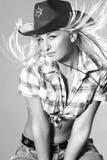 красивейшее родео портрета шлема девушки ковбоя Стоковое Фото