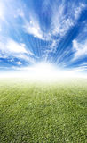 красивейшее солнце лужка горизонта пирофакела Стоковая Фотография