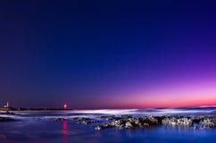 Света маяка на ноче Стоковые Фото