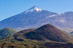 красивейшее cinchado покрыло известное teide tenerife снежка места утеса национального парка ландшафта Стоковое Изображение