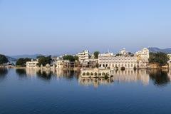 красивейшее udaipur озера здания стоковые фотографии rf