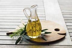 красивейшей одетьнные бутылкой специи оливки масла Стоковая Фотография