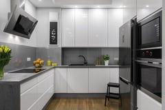 Красивейше конструированная кухня стоковое фото rf