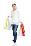 Красивейше, молодо, женщина с цветастой хозяйственной сумкой Стоковое фото RF