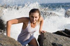 красивейше приходит вне детеныш женщины моря Стоковое фото RF