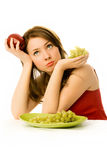 красивейше съешьте плодоовощ к неохотной женщине стоковые фото