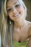 красивейшие белокурые детеныши женщины Стоковое Фото