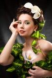 красивейшие волосы девушки цветков стоковые фото