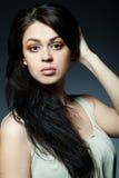 красивейшие волосы брюнет длиной Стоковые Фотографии RF