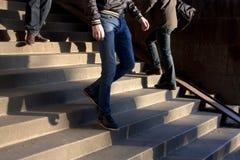 красивейшие габаритные лестницы 3 людей иллюстрации развития 3d очень Стоковые Изображения RF