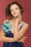 красивейшие голубые детеныши женщины стоковая фотография rf