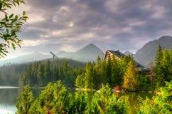 красивейшие горы озера Стоковые Фотографии RF
