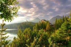 красивейшие горы озера Стоковая Фотография
