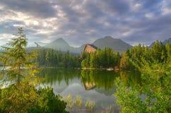 красивейшие горы озера Стоковое Фото