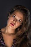 красивейшие губы девушки красные Красная губная помада Красный manicure волосы длиной Стоковые Фотографии RF
