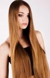 красивейшие девушки волос детеныши длиной Стоковая Фотография RF