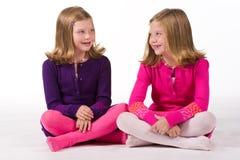 красивейшие девушки играя близнеца Стоковые Фото