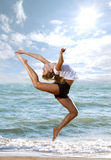 красивейшие делая детеныши женщины пригодности тренировки Стоковые Фотографии RF