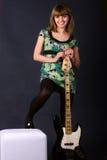 красивейшие детеныши гитары девушки Стоковое фото RF
