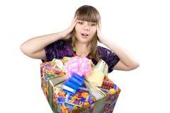 красивейшие детеныши девушки подарка коробки Стоковые Фото