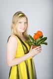 красивейшие детеныши женщины бака цветков ретро Стоковые Фото