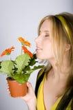 красивейшие детеныши женщины бака цветков ретро Стоковые Фотографии RF