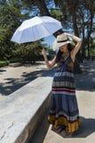 красивейшие детеныши женщины парка стоковое фото
