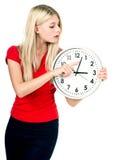 красивейшие детеныши женщины часов Стоковое Изображение RF