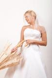 красивейшие детеныши зонтика удерживания невесты Стоковые Фото