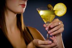красивейшие детеныши повелительницы martini удерживания стоковые изображения