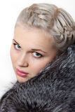 красивейшие детеныши портрета девушки шерсти пальто Стоковое Фото