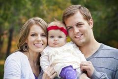 красивейшие детеныши портрета семьи Стоковые Изображения RF