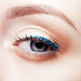 красивейшие детеныши женщины голубого глаза стоковое изображение rf